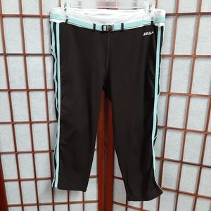 BEBE SPORT work out capri leggings size lg